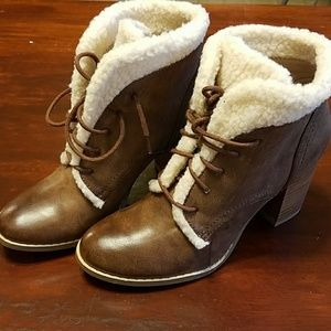 Restricted SZ 6 faux leather booties